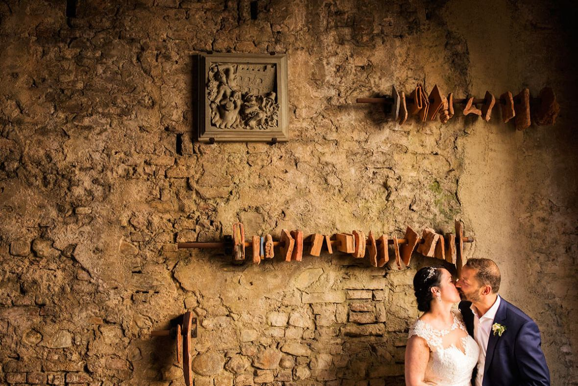 Anya & James kiss in the Pretorian Palace