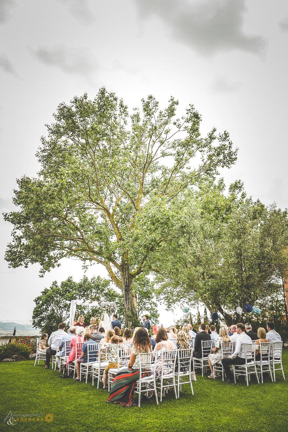 garden wedding in Tuscany
