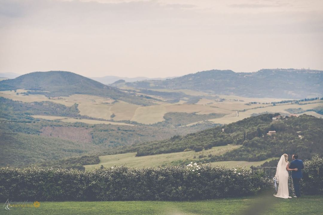 wedding over San Gigmignano hills