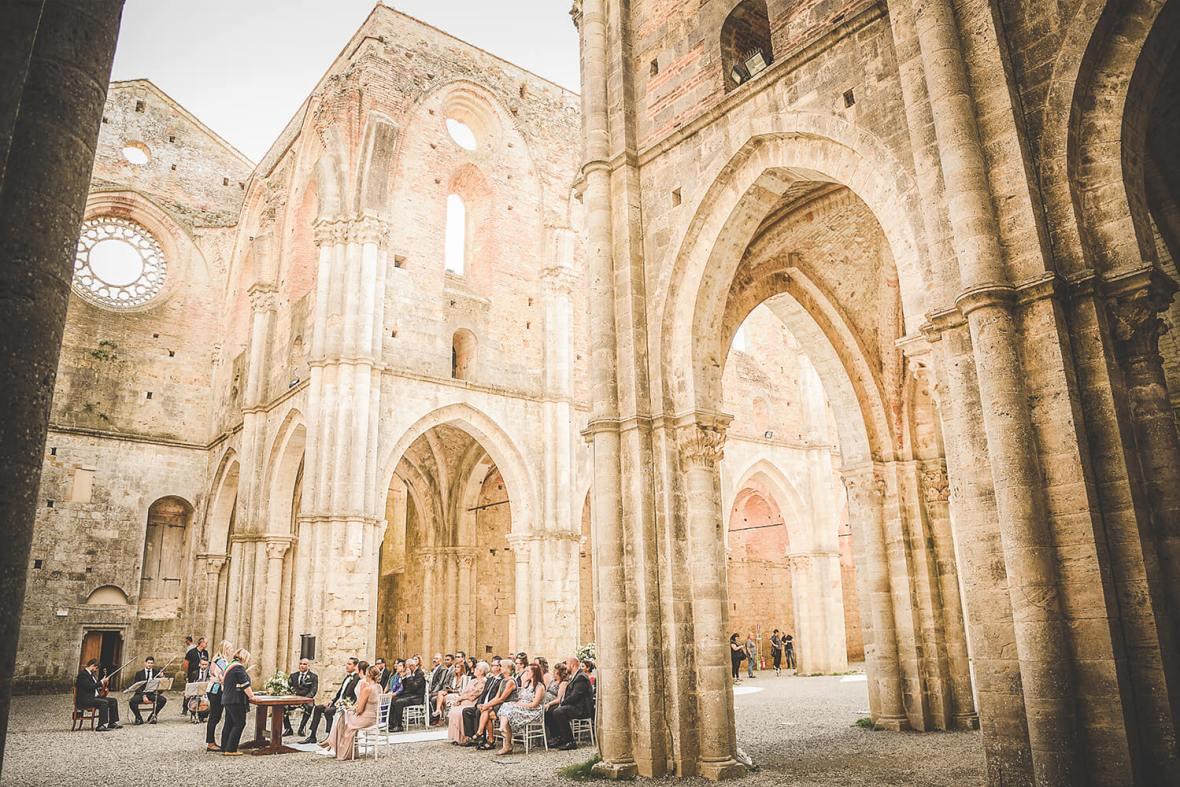 venue for civil ceremony in Tuscany