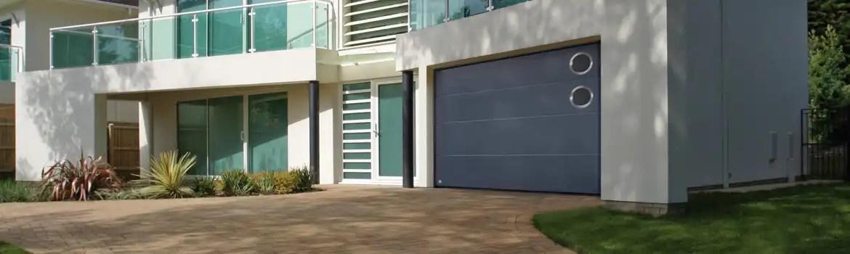 Porte De Garage Sectionnelle Avec Hublot Un Peu De Lumiere Dans Votre Garage