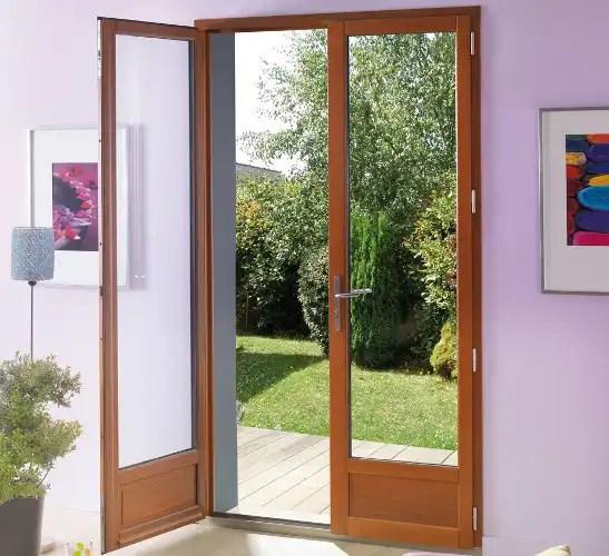 la porte fenetre bois la noblesse d un materiau durable