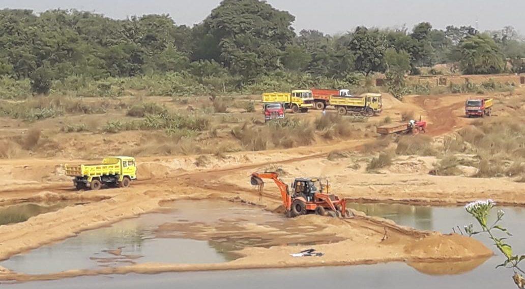 , Sand loot rampant in Budhabalanga; govt losing crores