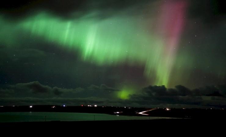 northern_lights_over_deerness_-_premysl_fojtu.webp (1024×622)