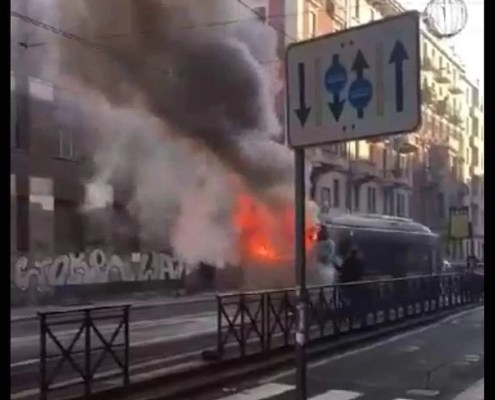 bus in fiamme in via Cibrario
