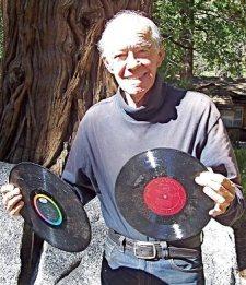 Чарльз собрал коллекцию 44 тысяч долгоиграющих виниловых пластинок