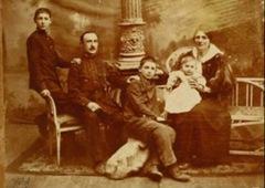 Яков Перемен с семьёй