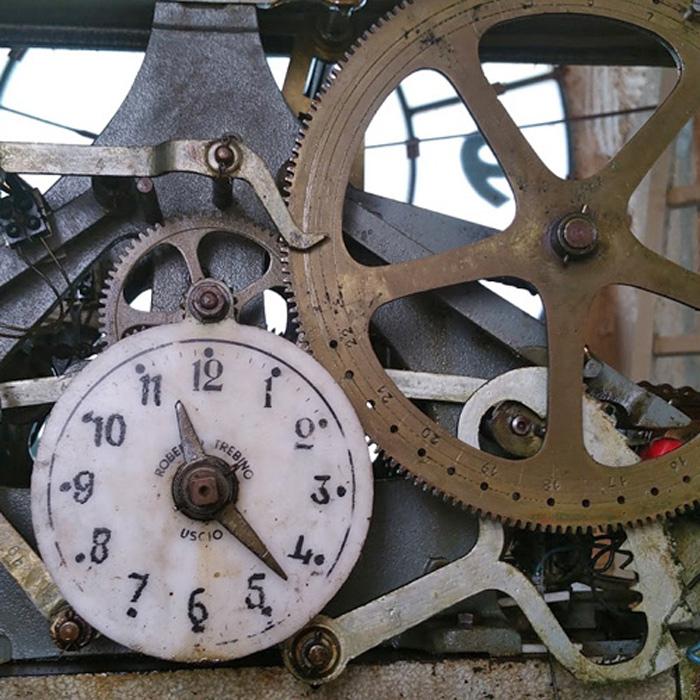 Risultati immagini per orologio campanile