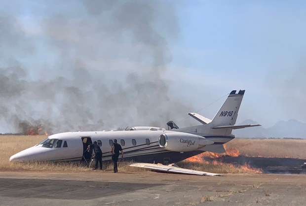 10 people survive plane