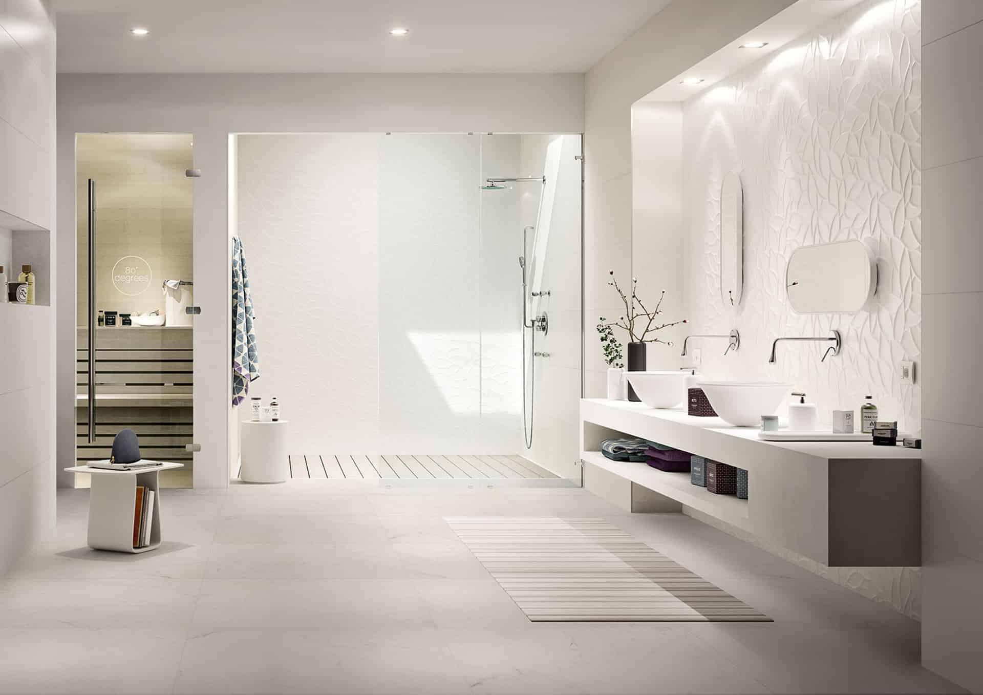 Essenziale il rivestimento bagno in bianco