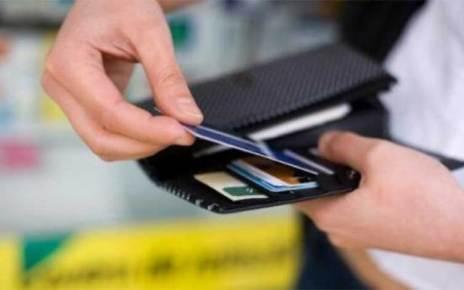 Κυβέρνηση και δανειστές πολεμούν τα μετρητά, γιατί άραγε;