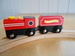 wooden-train-717313_640