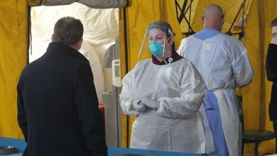 Photo of Two US doctors in critical condition with COVID-19, dozens more infected