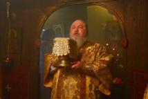 Franţa: Mitropolitul Kiril a Stavropolului a săvîrşit Sf. Liturghie la Biserica Sf. Constantin şi Elena din Clamart