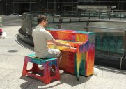 ニューヨークの街角に設置された500台のピアノ「Sing for Hope」