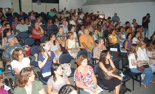 O público participou ativamente fazendo perguntas. Foto: Camilo Mota.