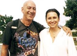 O ator e diretor do grupo Nós do Morro, do Vidigal, no Rio, Guti Fraga, inspirador da Casa do Nós, de Saquarema, ao lado da secretária estadual de cultura Adriana Rattes.