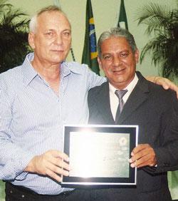 O vereador Romacarth de Azeredo homenageou o empresário Pedro Rosa Sobrinho, da Água Zally.