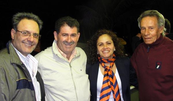 O ex-prefeito Dalton Borges ajudou a alavancar a campanha do deputado Paulo Melo, na foto com a prefeita Franciane Motta e o ex-prefeito Hélio Matos, na reunião do Rio Mole