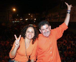 A emoção da prefeita Franciane e do deputado Paulo Melo. Foto: Waldo Siqueira.