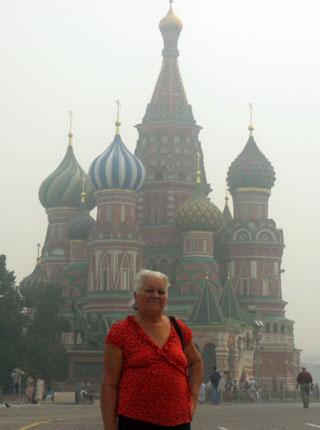 Maria Prestes, na Praça do Kremlin, em Moscou, na Rússia, sede da antiga União Soviética. Foto: Acervo Pessoal.