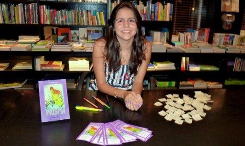 Adolescente é autora de livro