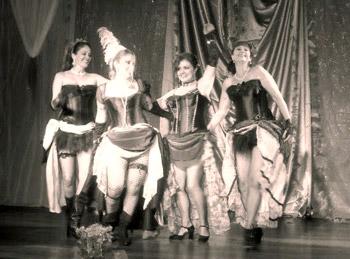 Espetáculo de dança burlesco só para mulheres