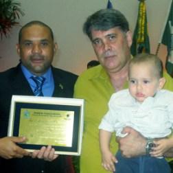 O vereador Kinho com o homenageado Luiz Fernando Duarte