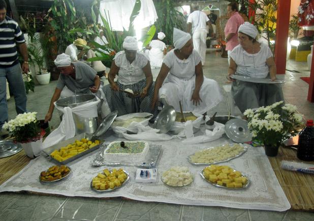 A feijoada típica dos brasileiros tem origem nas festas dos pretos velhos nas fazendas de café. Fotos: Edimilson Soares.