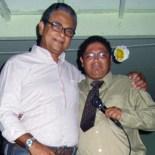 Professor Marco Antônio e o emocionado autor Alexandre no lançamento do livro.