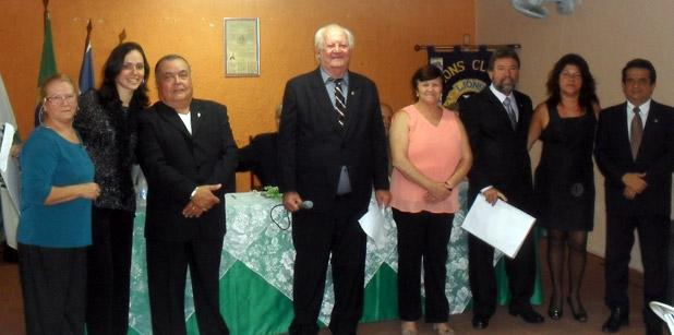 O novo presidente do Lions, o trovador e poeta João Costa, a direita, recepcionando associados e convidados