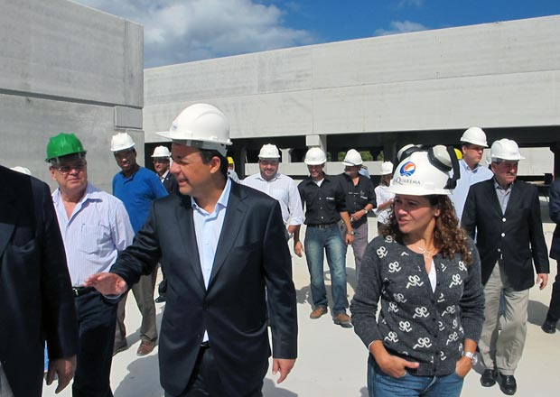 O governador Sérgio Cabral ficou encantado com o andamento da obra do hospital (Foto: Edimilson Soares)