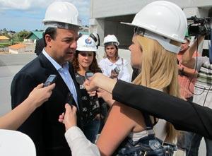 O governador elogiou  o andamento da obra do hospital de Saquarema  que será uma referência  na região