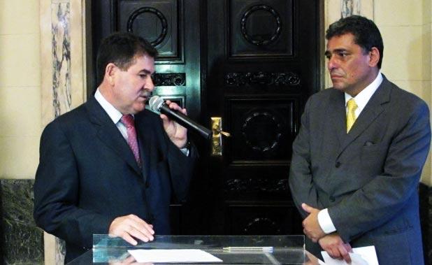 Paulo Melo e o secretário Julio Bueno. (Foto: Edimilson Soares)