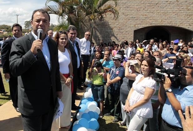 O governador Sérgio Cabral, a prefeita Franciane e o deputado Paulo Melo, na inauguração da Estrada Jardim-Barreira. (Foto: Carlos Magno)