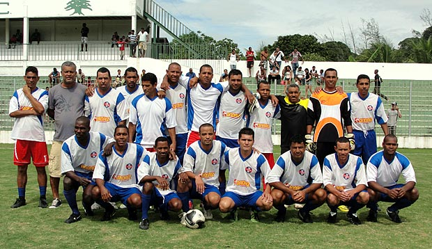 Equipe retorna ao campeonato em grande estilo e leva o troféu de campeão 2011. (Foto: Paulo Lulo)