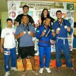 Valdemar, Perninha e Ludmila com os campeões da 1ª Copa Saquafight