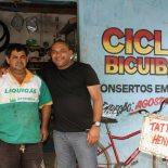 Augustinho do Cicle da Bicuíba e o vereador Kinho, durante os trabalhos realizados no bairro
