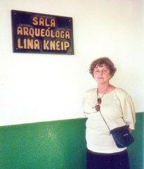 A professora Lina Kneip no Sambaqui da Beirada.