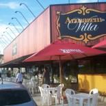 Fachada ampla e varandão do Armazém da Villa, novo ponto de encontro em Vilatur. (Foto: Rossini Maranhão Filho)