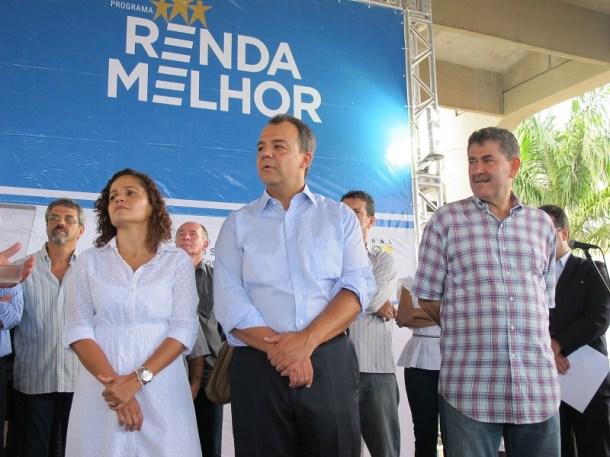 Prefeita Franciane Motta, governador Sérgio Cabral e presidente da Alerj Paulo Melo no lançamento do programa Renda Melhor em Saquarema