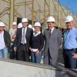 Os engenheiros responsáveis pela obra, o secretário estadual de Saúde Sérgio Côrtes, a prefeita Franciane Motta, o deputado Paulo Melo e o vice-prefeito Dr. Amílcar na visita ao hospital. (Foto: Dulce Tupy)