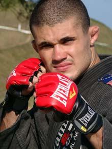 Raylander vence primeira luta de MMA