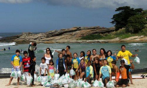 Limpeza na Praia de Itaúna