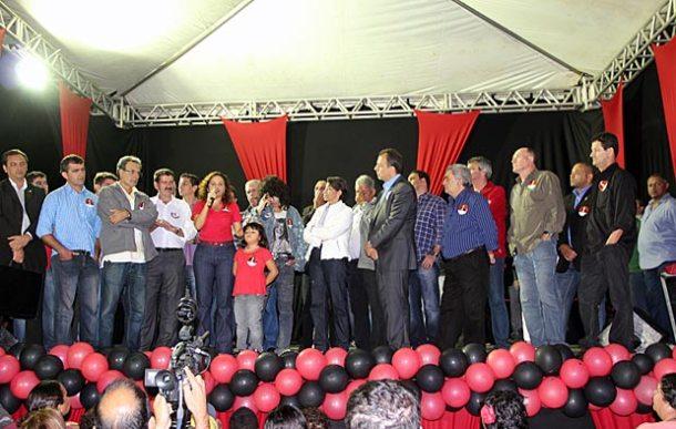 O primeiro comício da prefeita Franciane, candidata à reeleição, trouxe o governador  e outras autoridades a Saquarema. (Foto: Edimilson Soares)