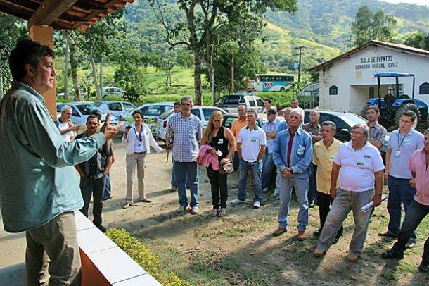 No Horto Florestal, os técnicos se reuniram com a comunidade. (Foto: Edimilson Soares)