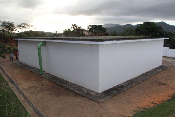 Reservatório de água em Bacaxá, perto da Rádio Serramar