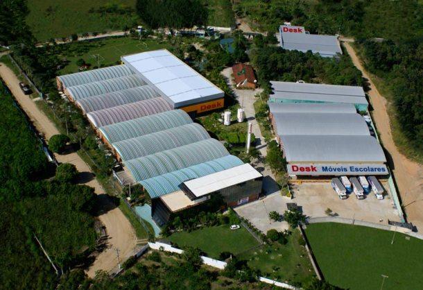 A fábrica no Condomínio Industrial, em Araruama, é maior do que a fábrica em Maria Paula, em São Gonçalo, onde tudo começou, mas ambas são cercadas de verde. (Foto: Divulgação / Arquivo Desk)
