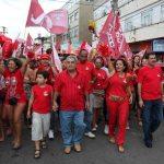 O vice Zequinha, Franciane e Paulo Melo em caminhada pelo centro de Saquarema, às vésperas da eleição. (Foto: Waldo Siqueira)