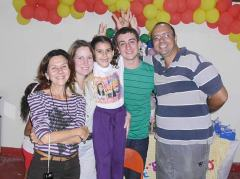 Comemorando em família, o comerciante e jornalista Guilherme Stocchero pegou carona na festinha de 7 anos da filha Ariel e também ganhou os parabéns pela data em que ambos fazem aniversário.